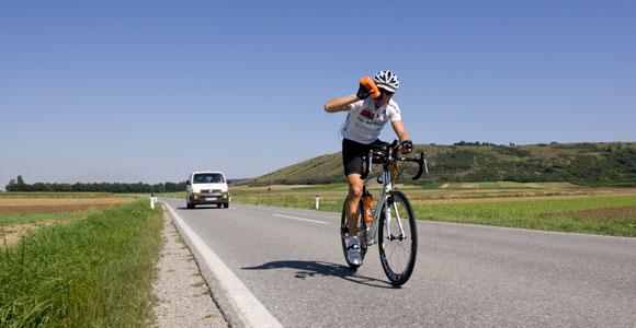 Eduard Fuchs ist Solosieger des Race Around Austria