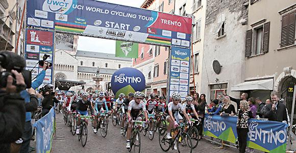 5b9385c96 Start Gran Fondo im Zentrum von Trento (Bild  Newspower.it)