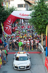 Kräftig in die Pedale treten ... beim ARLBERG Giro 2014